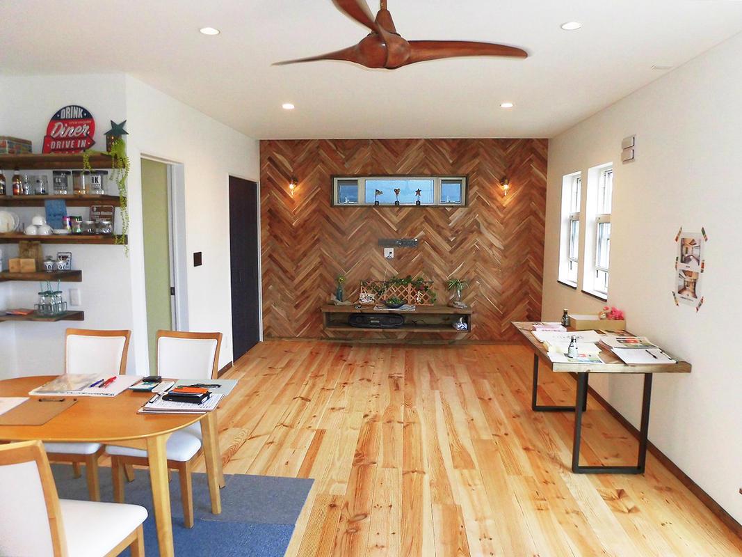 和室の壁を撤去しリビングを広げてテレビを置くスペースとしてデザインしました。