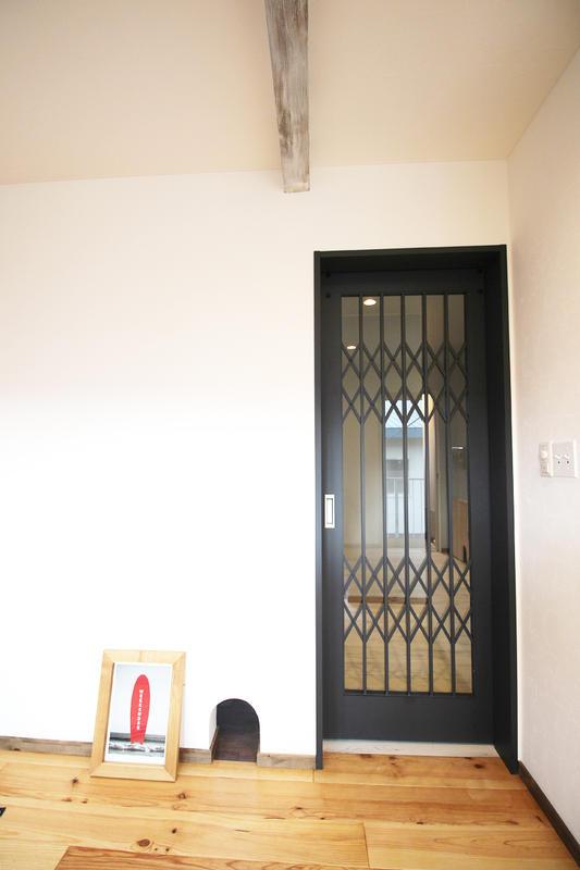 アメリカンテイストのリビングドア