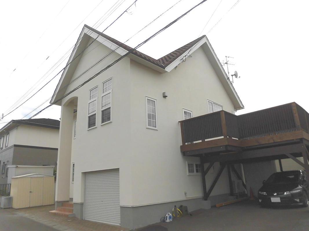 外壁を塗り壁にして屋根を洋瓦風の屋根に。かわいい外観になりました